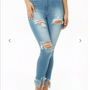 🌼 NEW FOREVER21 DISTRESSED HIGH WAISTED JEANS